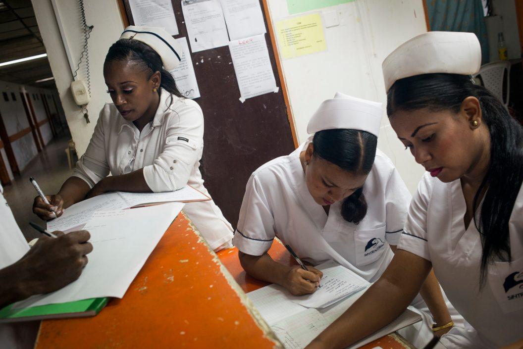 Un hospital al garete (serie x 3)